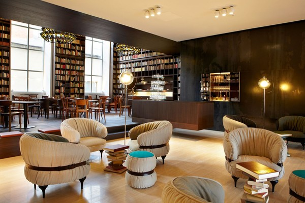 文青出动!全球8大特色图书馆饭店尽情当书虫、伴书香入睡